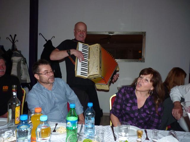 Harmonikář a hosté ze Slovenska